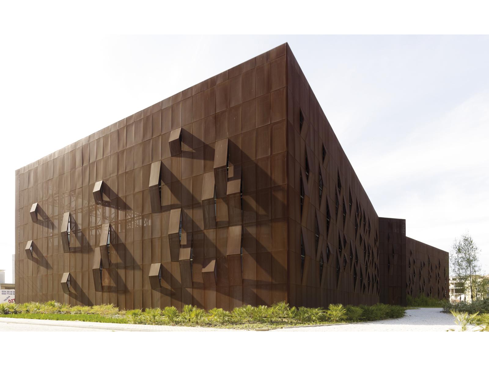 Raif Dinçkök Kültür Merkezi